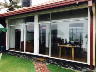 Randiya Beach Villa