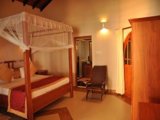 Warahena Beach Hotel