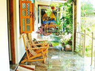 Arugambay Tourist Hotel Meenas