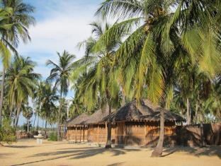 Funky Far Nest Eco Tropical Resort